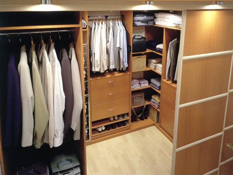 Гардеробная в спальне: размещаем вещи с комфортом