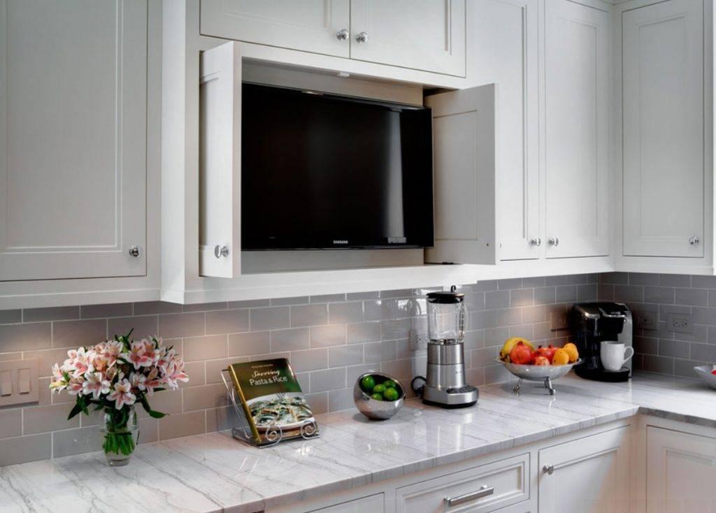 12 идей, где разместить телевизор на небольшой кухне