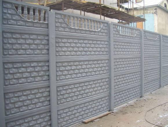 Бетонный забор секционной конструкции – надежное решение на долгие годы