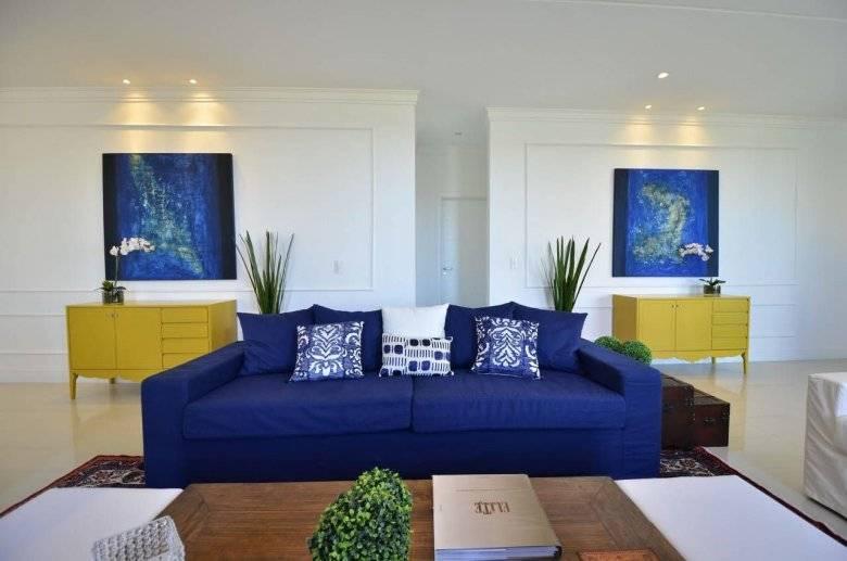 Голубой диван: гармония и сочетание цвета, фото в интерьере