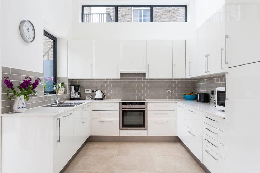 Дизайн кухни в красно-белом цвете