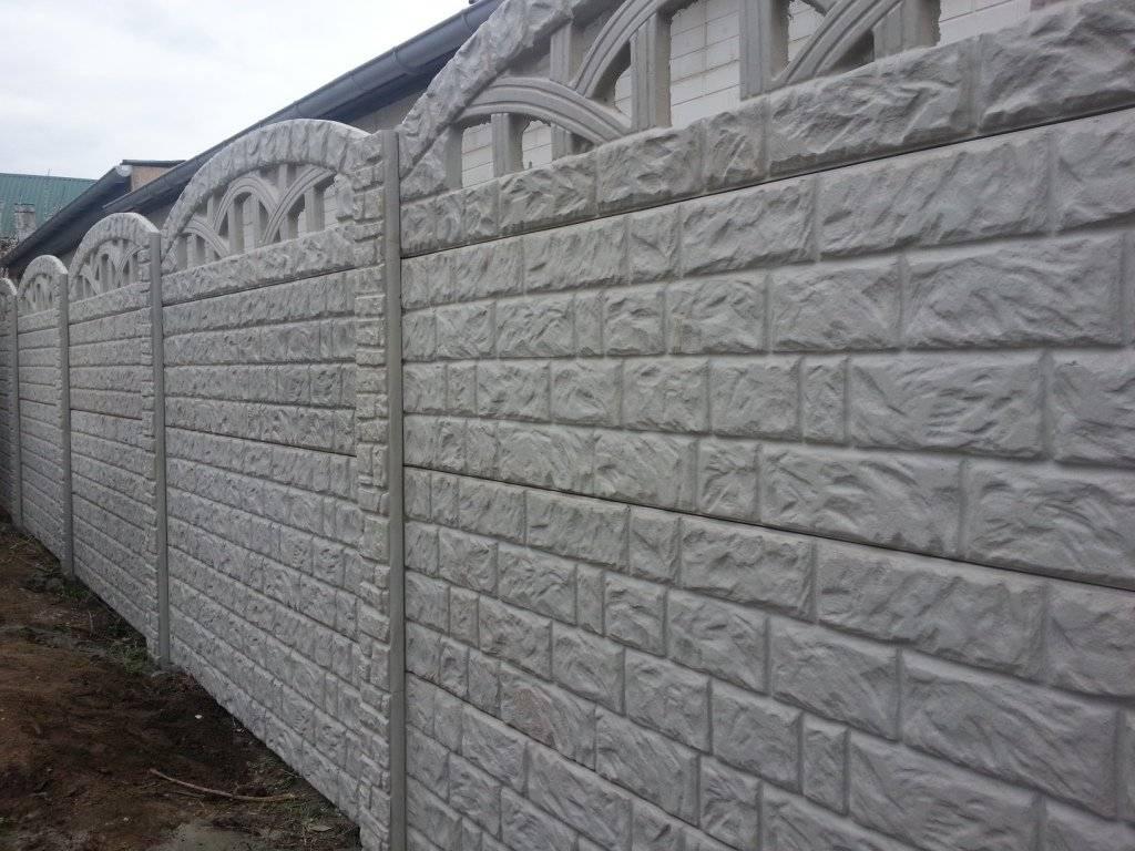 Забор из бетона: элементы и виды бетонных заборов заборов