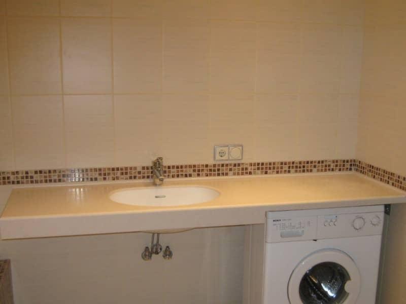 Столешница в ванную: на что обратить внимание при выборе и советы по уходу за столешницей (100 фото)