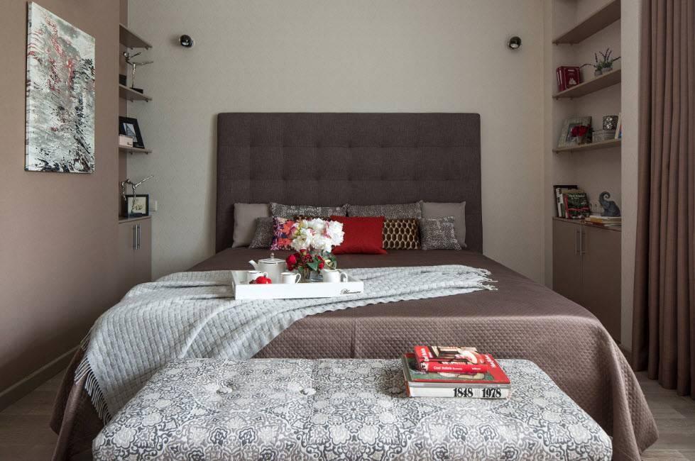 Дизайн маленькой спальни 9 кв м с окном и дверью в современном стиле  - 31 фото