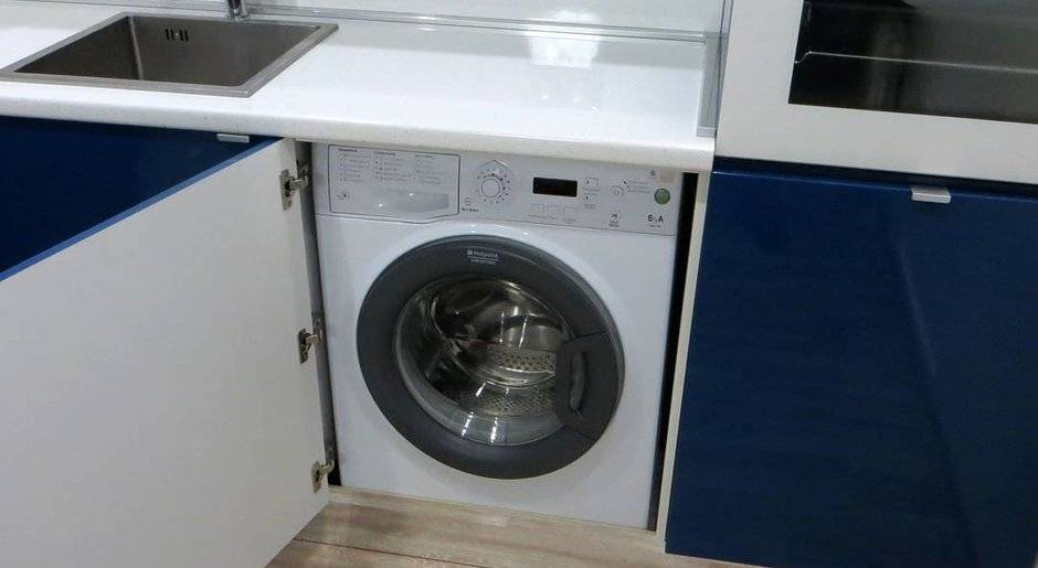 Встроенная стиральная машина на кухне: плюсы, минусы и выбор