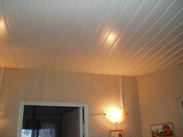 Потолок из пластиковых панелей – пошаговая инструкция по постройке от проектирования до монтажа (110 фото) – строительный портал – strojka-gid.ru