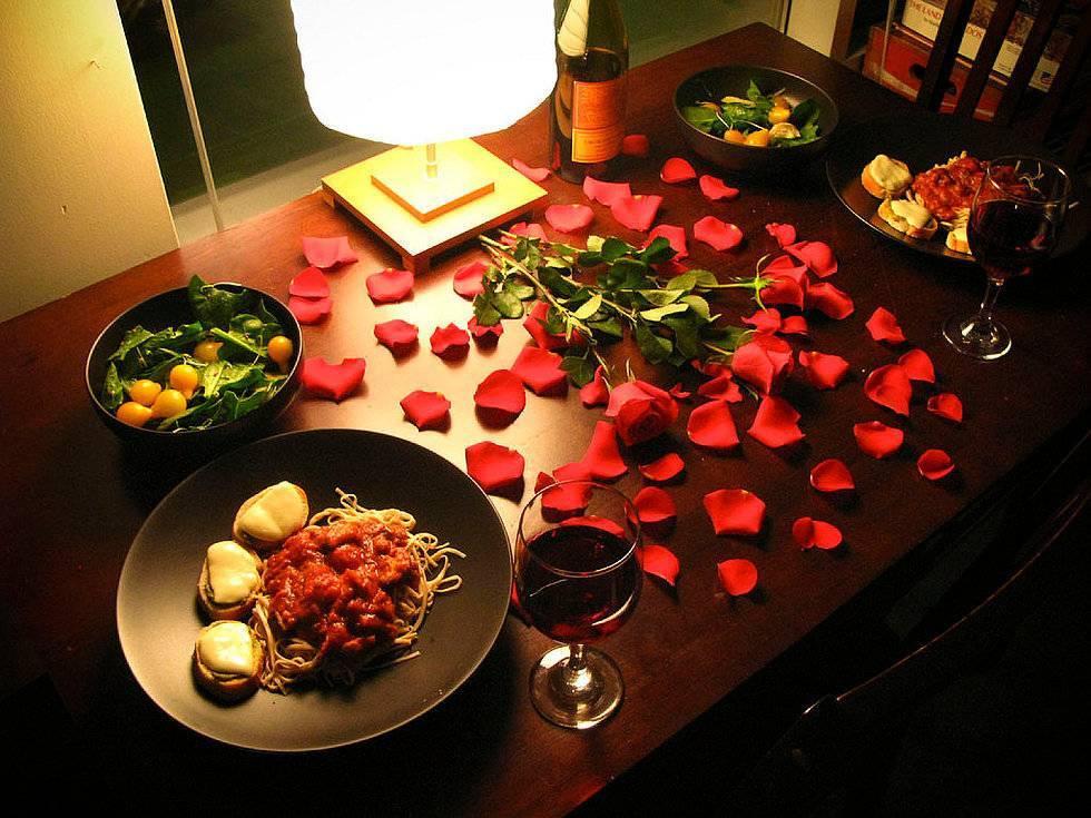 Как устроить романтический вечер дома: идеи для влюбленных