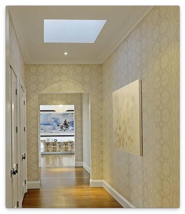 Дизайн обоев в коридоре: подбор материалов и цветовой палитры