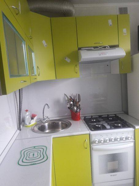 Компактно и функционально: идеи дизайна кухни в хрущевке с холодильником, газовой колонкой (+52 фото)