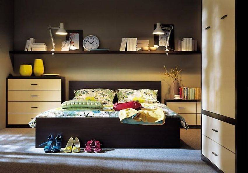 Полки над кроватью: 50+ фото, современные идеи для спальни и детской