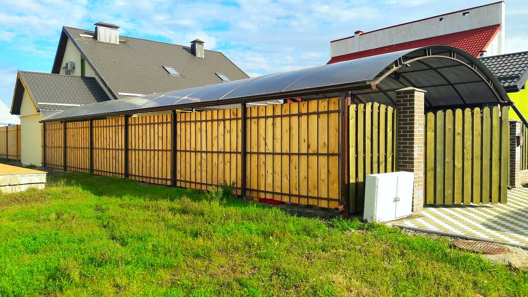 Забор (126 фото): виды ограждений для частного дома и дачи, красивые универсальные дачные конструкции