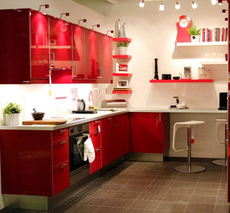 Красно-белая кухня: 14 вариантов сочетания свежести и смелости