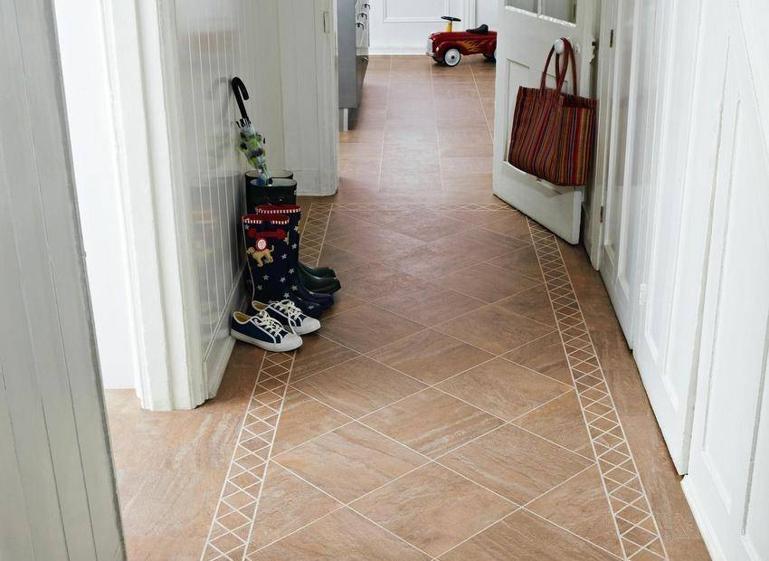 Ламинат в прихожей (40 фото): сочетание изделий в коридоре, дизайн комбинированного пола в узком помещении