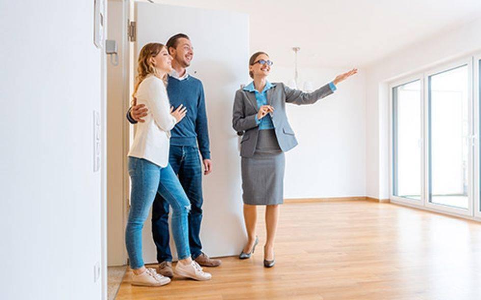 Покупка квартиры с помощью риелтора: преимущества и недостатки