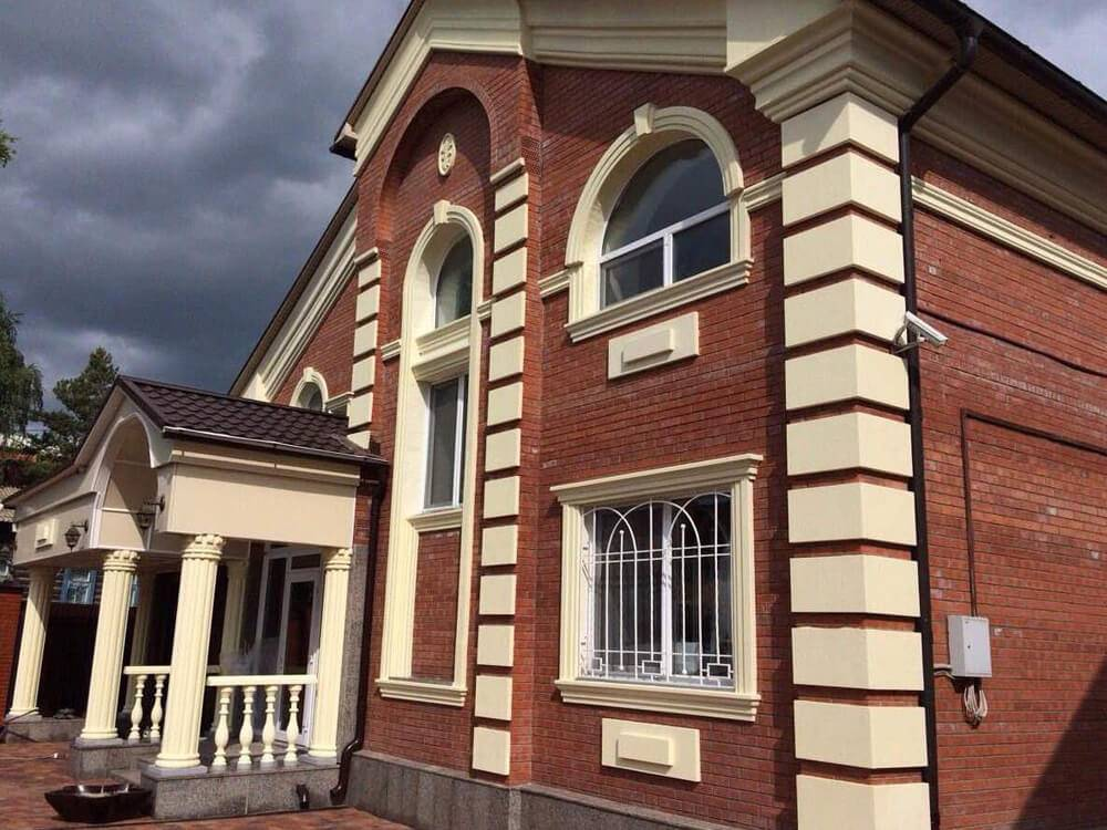 Дизайн фасада частного дома (82 фото): фасадный декор и покраска, правила наружной отделки коттеджа