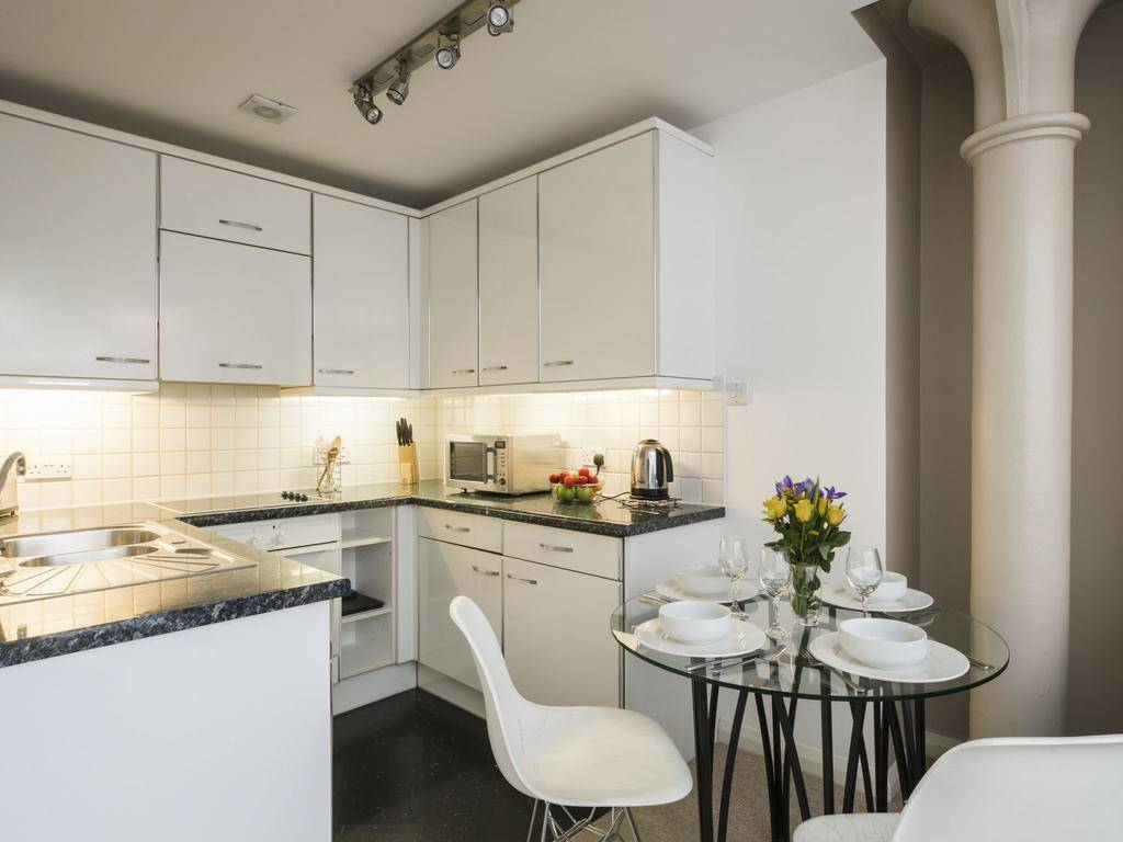 Кухня в панельном доме: 17 практических советов и 100+ реальных фото примеров
