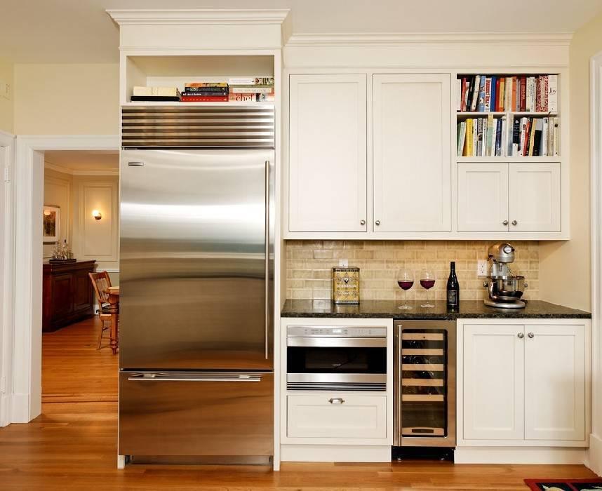 Холодильник в интерьере кухни +75 фото