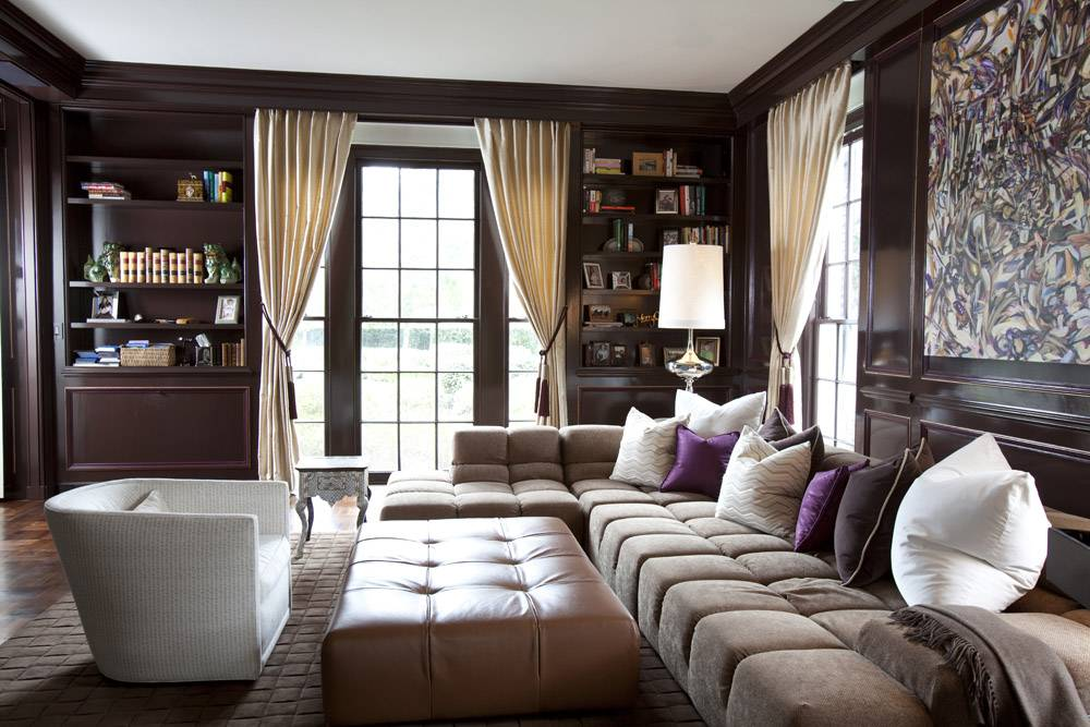 Коричневый диван в интерьере: тёплая и уютная атмосфера