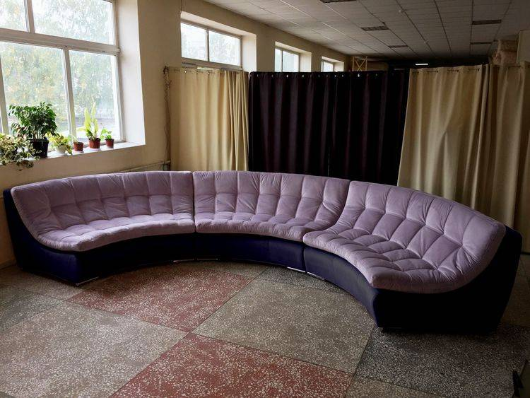 Диваны в гостиную (87 фото): большие стильные диваны в зал, классические и современные варианты в интерьере 87