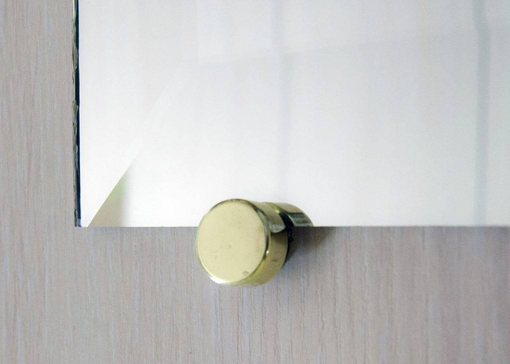 8 способов крепления зеркала в ванной на плитку