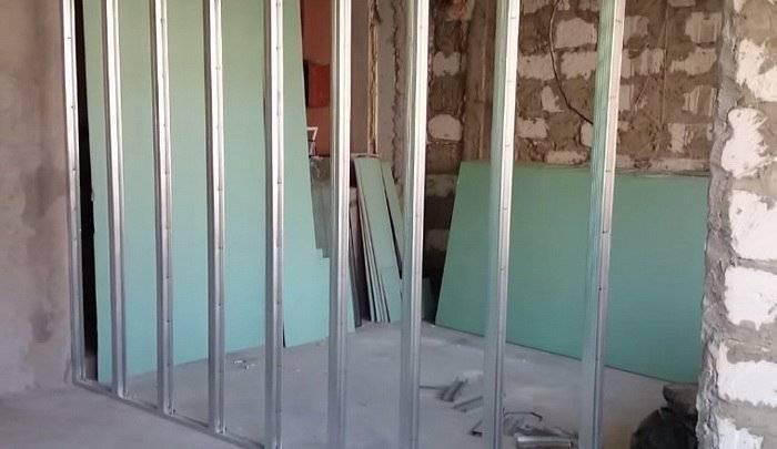 Как сделать перегородку из гипсокартона — делаем своими руками простые перегородки для зонирования комнат и помещений (105 фото + видео)