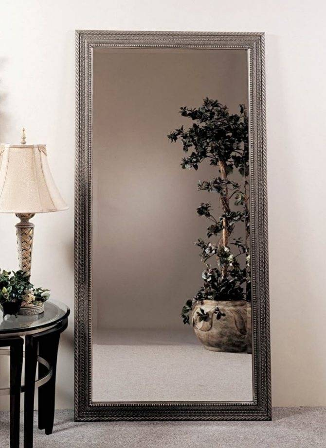 Где можно разместить зеркало в прихожей? можно ли ставить напротив входной двери? как правильно повесить? можно ли вешать зеркала друг против друга?