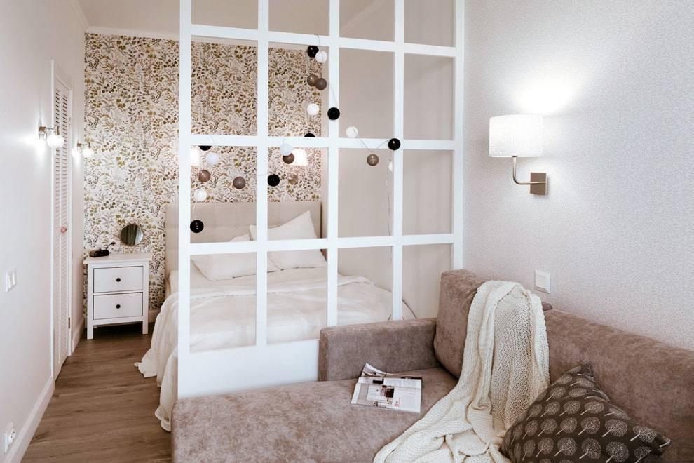 Зонирование перегородкой спальни и гостиной