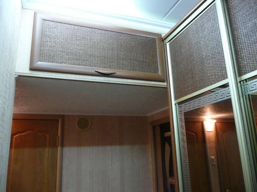 Антресоли над дверью (30 фото): шкафы над входной дверью в прихожей и коридоре, встроенные шкафы-купе в спальне над дверью
