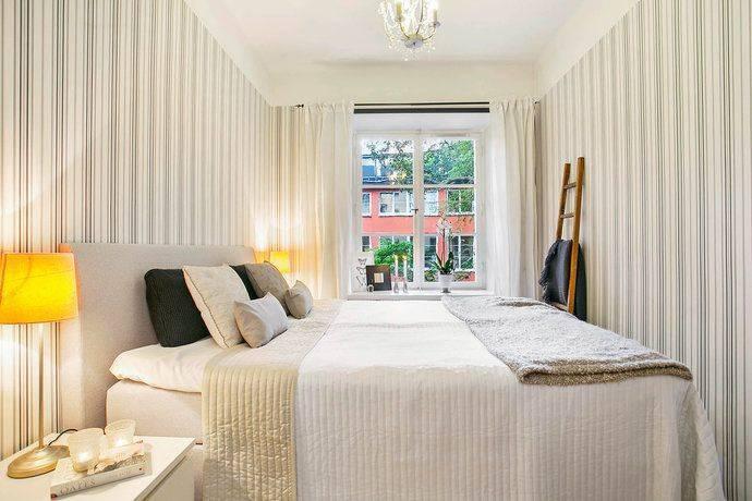 Обои для маленькой комнаты (73 фото): зрительно увеличивающие пространство  модели, какие подойдут в узкую комнату, как правильно выбрать, 2021-идеи в интерьере