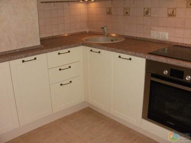 Кухня в доме серии п-44 (57 фото): дизайн и планировка кухни с воздуховодом и коробом. проект кухни в однокомнатной и двухкомнатной квартирах