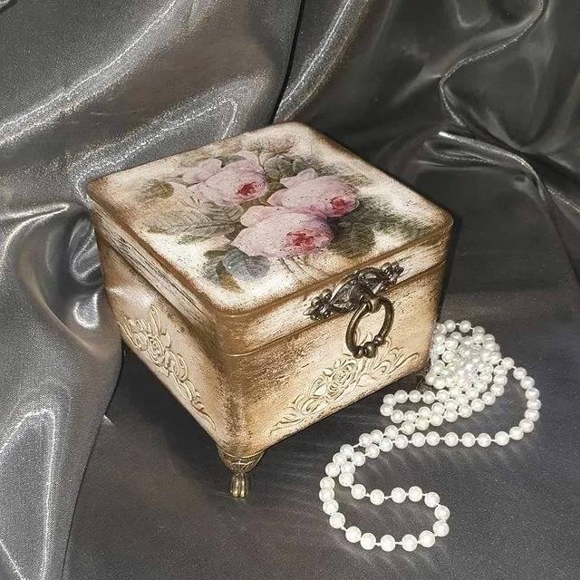 Шкатулка своими руками из коробки: как сделать ее из картонной обувной коробки? мастер-класс изготовления шкатулки из коробки от обуви и от телефона