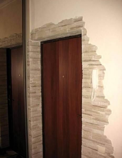 Примеры отделки дверных проемов декоративным камнем
