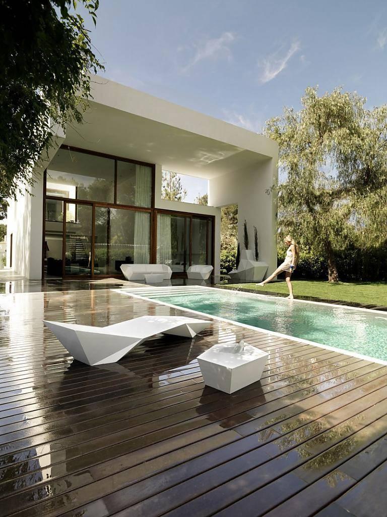 Бассейн в частном доме: фото актуальных дизайнов, форм и размеров, особенности размещения и разновидности