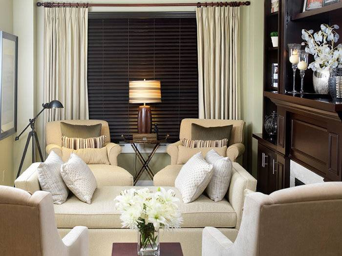 Интерьер гостиной в современном стиле, вариант дизайна экономкласса, в том числе для площади 18 кв м + фото