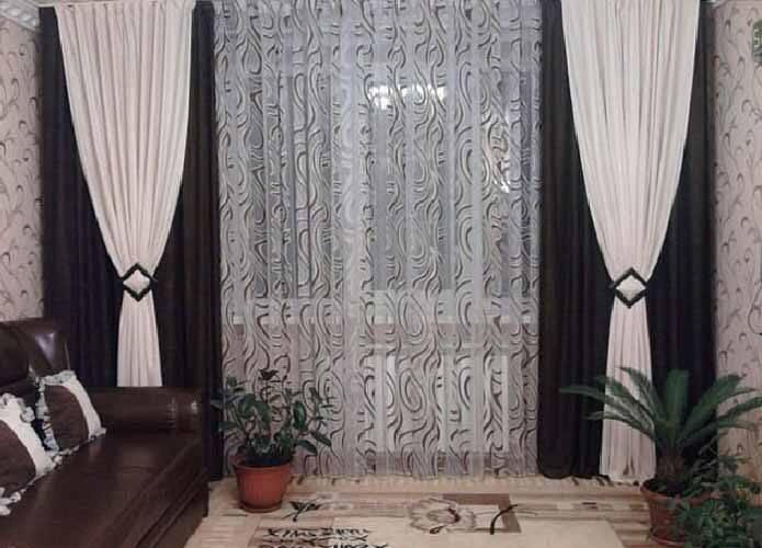 Современный стиль в гостиной — какие выбрать шторы