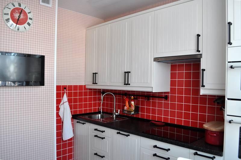 Проект дизайна интерьера кухни с вентиляционным коробом: в углу, 9 кв м, фото