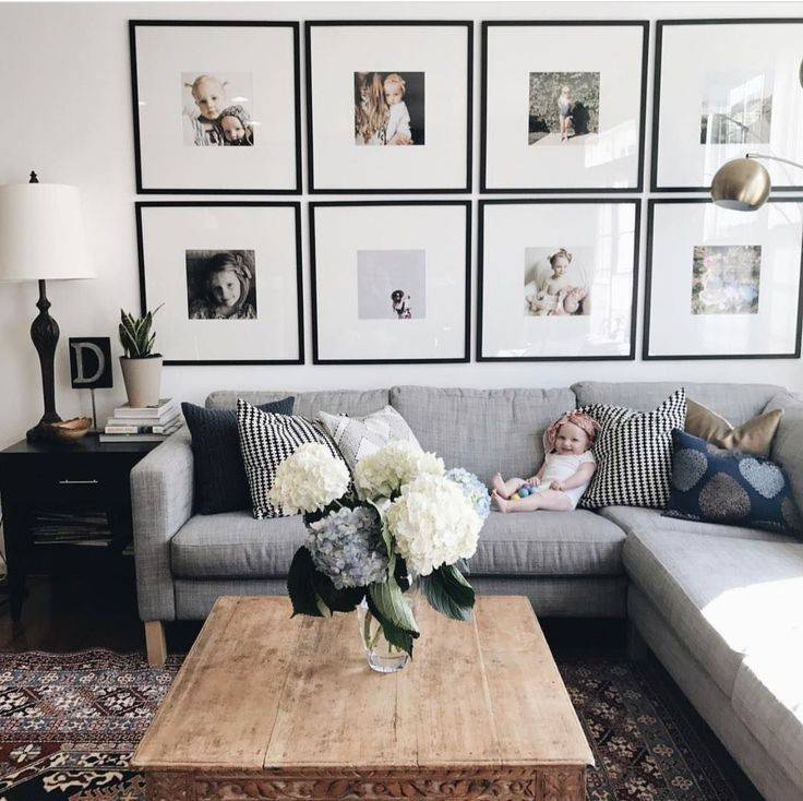 Как оформить стену в гостиной над диваном: чем можно украсить её