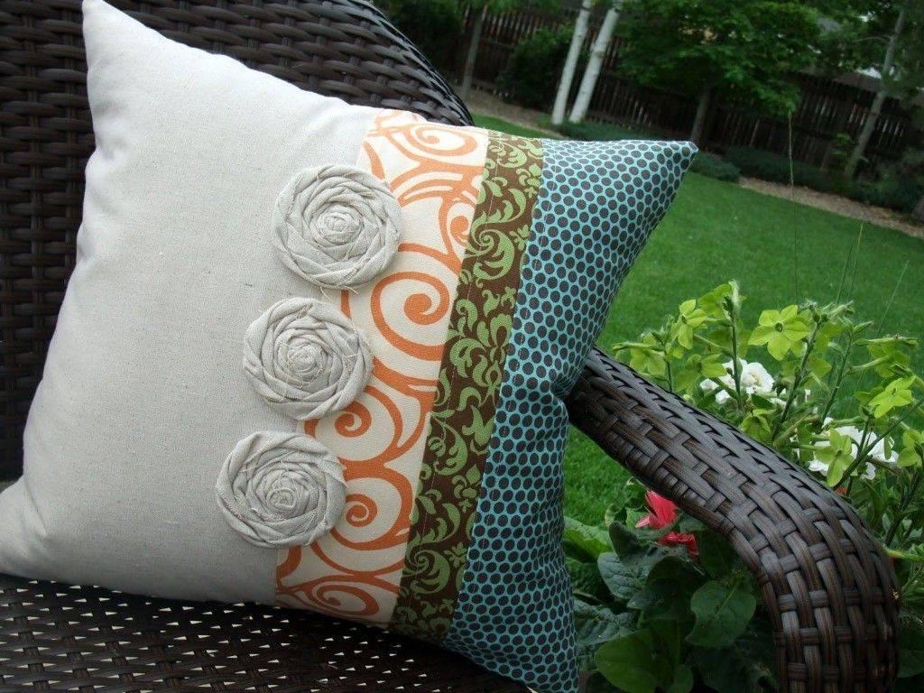 Виды и функции диванных подушек, способы их изготовления