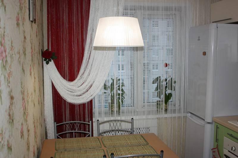 Шторы в кухню гостиную с двумя окнами: дизайн - 17 фото