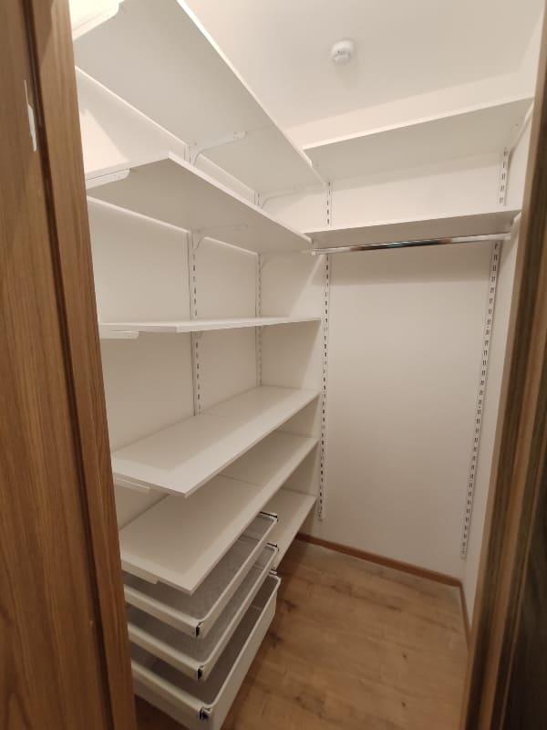 Дизайн кладовки в квартире, в том числе маленькой в хрущёвке, как обустроить своими руками, идеи интерьера + фото