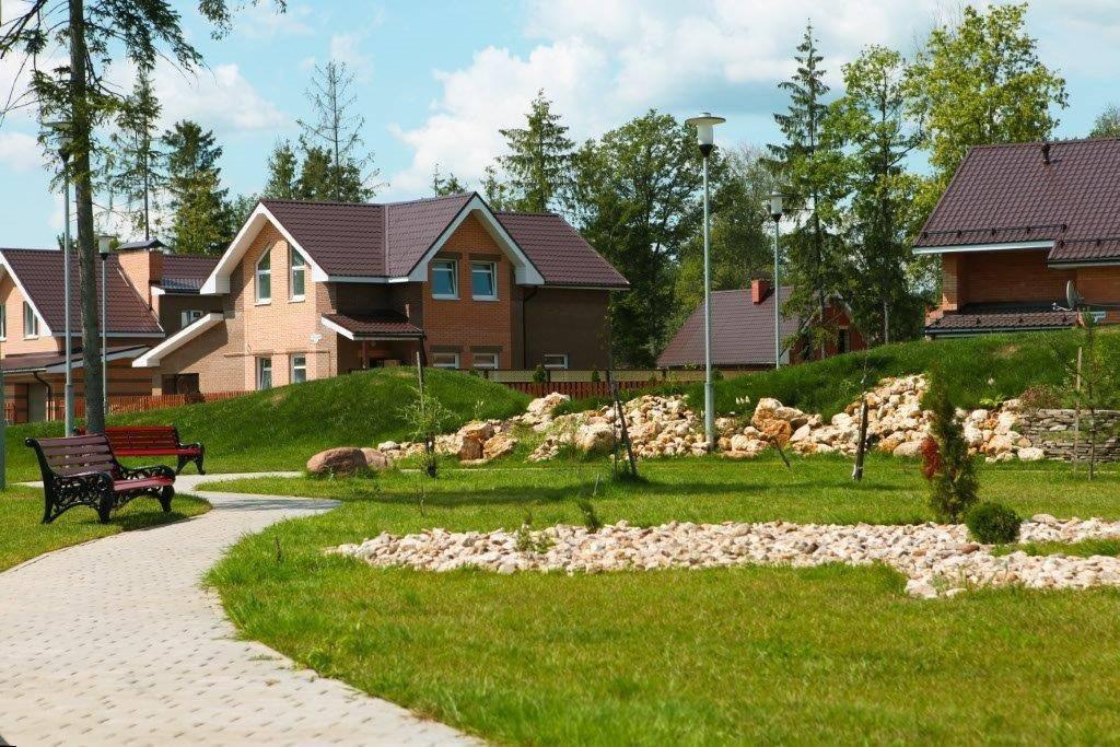 Преимущества и недостатки коттеджных поселков и жизни за городом