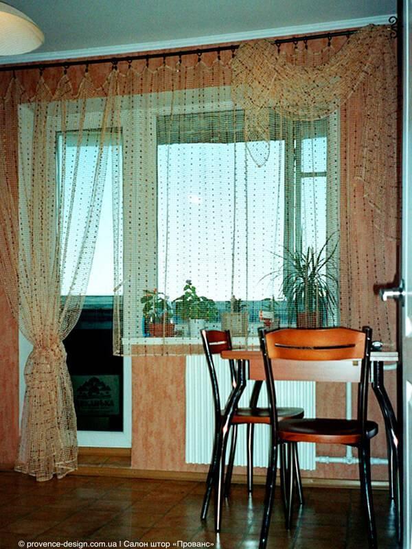 Шторы на кухню с балконом: варианты оформления занавесок, тюли, ламбрекенов