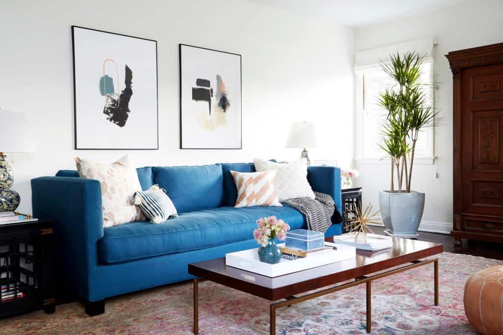 Синие диваны (73 фото): угловые и прямые. диваны темно-синего цвета в сером интерьере и другие варианты дизайна комнаты. подбор подушек, штор и обоев