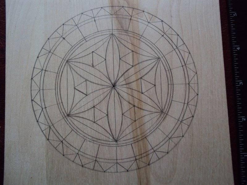 Геометрическая резьба по дереву (34 фото): узоры и орнаменты для начинающих, розетки и другие виды. с чего начать? какие нужны ножи?