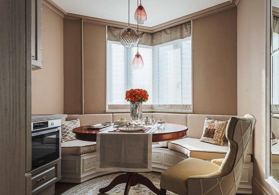 Стилевые особенности дизайна кухни с эркером, правила декорирования и интересные идеи