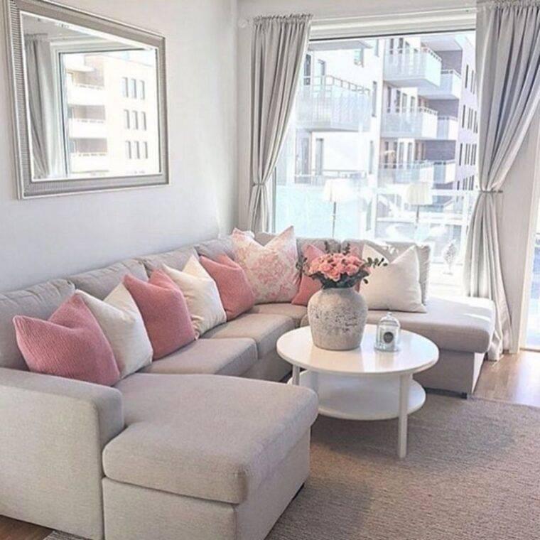 Основные критерии выбора дивана в интерьер гостиной комнаты