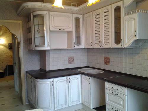 Дизайн кухни с вентиляционным коробом. и пусть явное станет тайным…