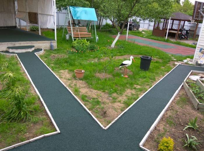 Модульное покрытие для садовых дорожек на даче: пластиковая, полимерная плитка, мягкое резиновое рулонное покрытие  - 21 фото