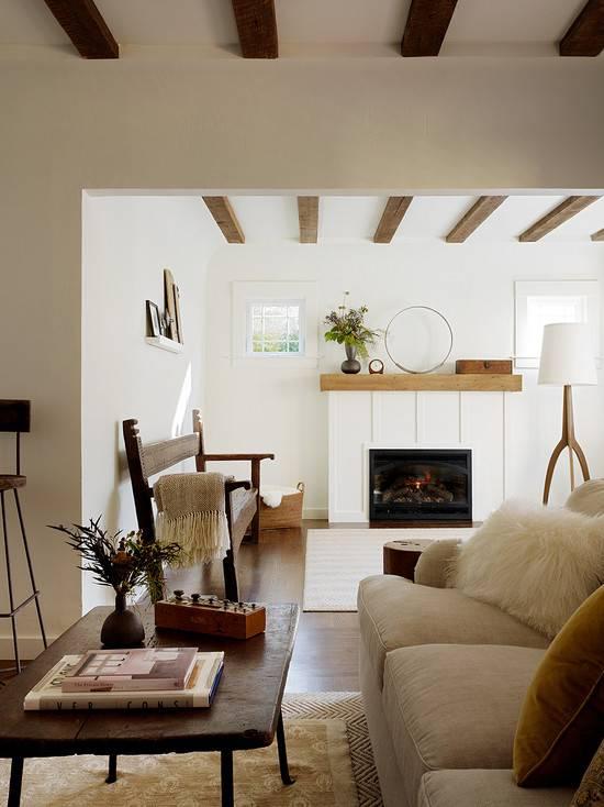 Потолочные декоративные балки: из чего сделать и как обыграть в интерьере
