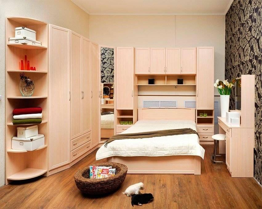 Как обустроить гостиную и детскую в одной комнате?
